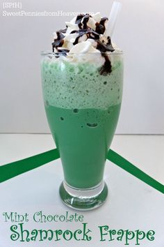 Mint Chocolate Shamrock Frappe - Sweet Pennies from Heaven Quick Healthy Meals, Healthy Dessert Recipes, Smoothie Recipes, Sweets Recipes, Easy Recipes, Smoothies, Snack Recipes, Drinks Alcohol Recipes, Non Alcoholic Drinks