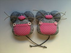 Guardadientes Ratón Pérez Felt Art, Dental, Sewing Crafts, Teeth, Diy And Crafts, Baby Shoes, Projects To Try, Bunny, Dolls