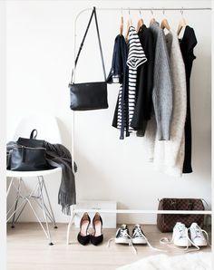 Ya sabéis lo que me gusta hablar de como la ropa habita de maneraorganizadadentro de nuestro armario o de como esas prendas que cuelgan en él crean nuestra imagen personal. Hoy me gustaría hablar…