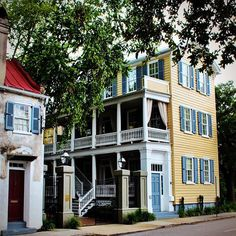 Good morning from the #singlehouseoftheday !  This single house is part of the charming complex that makes up the Inn called Zero George Street.  Fun fact:  2 out of the 5 buildings that make up the Inn were recently moved to this site including that beautiful yellow single house.  Cheers!