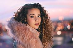 Look At This Article For The Best Beauty Advice. Beauty is essential to today's women. People pamper her. Charli Xcx, Girl Photography, Creative Photography, Sofie Dossi, Street Portrait, Celebrity Workout, Beauty Advice, Celebs, Celebrities