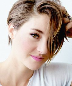 Shailene Woodley i love her shes so amazing i mean who wouldn't be after starring in divergent and the fault in our stars?