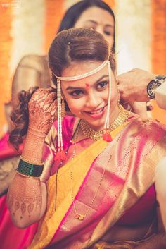 Mangalsutra is an important accessory for married women in Hindu culture. Here we have 15 significance and 5 types of mangalsutra for women. Marathi Bride, Marathi Wedding, Saree Wedding, Marathi Saree, Indian Wedding Poses, Wedding Pics, Wedding Bride, Desi Wedding, Wedding Outfits