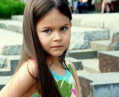 Modnisia, czyli Weronika Bucholska, to zaledwie 5-letnia blogerka modowa. Okazuje się, że dzięki blogowaniu dziewczynka nauczyła się wielu nowych rzeczy i bardzo się rozwinęła. Do tego ma wielkie plany na przyszłość! Rodzice Modnisi zdradzili nam, jakie umiejętności zdobyła Weronika.
