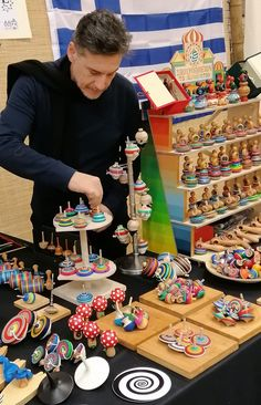 Spinning Top, Wood Display, Christmas Wood, Wooden Art, Wood Turning, Puppets, Woodworking, Toys, Wooden Toy Plans