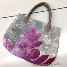 kaiolohiaさんはInstagramを利用しています:「生徒さんの作品が完成しました。 パンの木のバッグ #ハワイアンキルト #hawaiianquilt」 Hawaiian Quilt Patterns, Hawaiian Quilts, Japanese Bag, Denim Handbags, Handmade Purses, Ribbon Work, Quilted Bag, Mini Quilts, Hobbies And Crafts