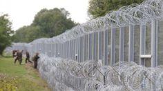 Der Bau des ungarischen Zauns, der die 175 Kilometer lange Grenze zu Serbien dicht macht, soll beschleunigt werden. Bislang hält er Flüchtlinge kaum ab. Foto: Zoltan Gergely Kelemen