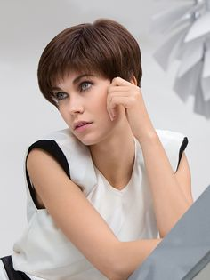 AWARD -  Sportingly stylish. A shrewd and elegant short hair cut, a class above the rest. It has a perfect shape and is just as comfortable whilst playing tennis or visiting the Oscars Awards!