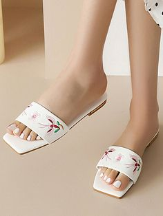 Mango Shoes, Black White Gold, Vacation Style, Fashion Flats, Embroidered Flowers, Womens Slippers, Clothes For Sale, Amazing Women, Shopping Bag
