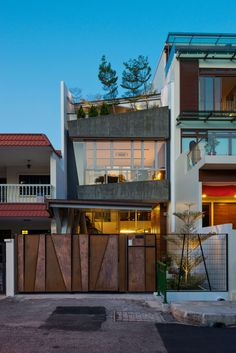 Presented with a long linear site of a archetypal terrace house, IX Architects was tasked to design a house for Mr. Choi, his sister and their parents. The h...