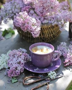 Coffee And Books, Coffee Art, Coffee Time, Coffee Shop, Coffee Break, Lavender Aesthetic, Purple Aesthetic, Vintage Cups, Vintage Stil