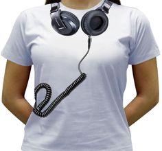 Camiseta estampada com a imagem do Headfone Pioneer.