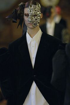 Sfilata Comme des Garçons Parigi - Collezioni Autunno Inverno 2006/2007 - Vogue