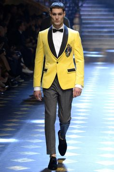 See all the Collection photos from Dolce & Gabbana Autumn/Winter 2017 Menswear now on British Vogue Dolce & Gabbana, Winter Typ, Winter 2017, Fall Winter, Style Costume Homme, Streetwear Men, Domenico Dolce & Stefano Gabbana, Masculine Style, Fashion Forecasting