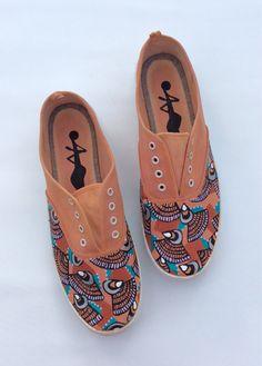 www.cewax.fr aime ces basket de style ethnique afro tendance tribale tissu wax africain Sneakers imprimer chaussures par 2Woo sur Etsy orange et bleu