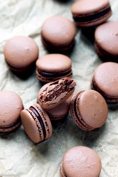 Chocolate Macarons with Chocolate-Peppermint Ganache } Cooking LSL 120216 Chocolate Macaron Recipe, Chocolate Macaroons, French Macaroons, Chocolate Recipes, Chocolate Ganache, Best Macaron Recipe, Chocolate Roulade, Chocolate Smoothies, Macaron Flavors