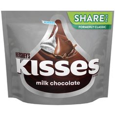 Hot chocolate and whipped cream with coconut - Clean Eating Snacks Hershey Kisses Chocolate, Hot Chocolate, Chocolate Treats, Kisses Candy, Hershey's Kisses, New Dessert Recipe, Filled Candy, Movie Night Snacks, Grocery Deals