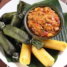 Guanimes con Bacalao Guisado (Origins of Guanimes is Taino Indian and comes from pre-Columbian Era in Puerto Rico Puerto Rican Dishes, Puerto Rican Cuisine, Puerto Rican Recipes, Cuban Recipes, Spanish Recipes, Boricua Recipes, Comida Boricua, Comida Latina, Puerto Rico Food