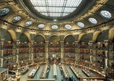 Bibliothèque Nationale, Paris - Francia. Actualmente, alberga en total más de 13 millones de libros y 350.000 volúmenes encuadernados de manuscritos, además de colecciones de mapas, monedas, documentos, estampas y registros sonoros.