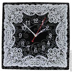 Часы настенные интерьерные выполнены в технике точечной росписи (point-to-point)` Вятские кружева`