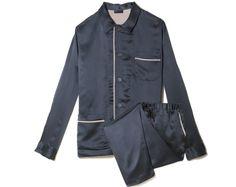 Lanvin http://www.vogue.fr/vogue-hommes/mode/diaporama/shopping-pyjama-de-luxe-pour-homme-effet-de-nuit/18979/image/1004898#!shopping-pyjama-homme-lanvin