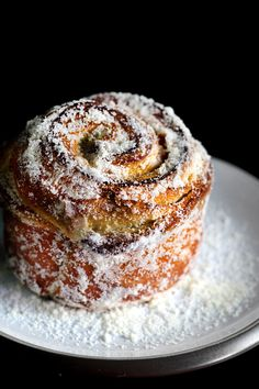 PEANUT SUGAR MORNING BUNS Heartier than a croissant but less sticky-gooey than a cinnamon bun, the crackly, peanut-sugar morning bun pulls apart into beautiful, chewy layers. Brunch Recipes, Sweet Recipes, Dessert Recipes, Morning Bun, Sunday Morning, Gula, Bun Recipe, Tasty, Yummy Food