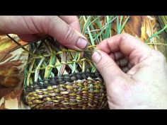 Ingrid Ridley weaving crossed pattern into her dilly bag basket. Flax Weaving, Willow Weaving, Weaving Art, Weaving Patterns, Basket Weaving, Handmade Crafts, Diy And Crafts, Handmade Headbands, Handmade Rugs