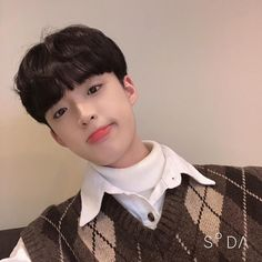 Korean Boys Ulzzang, Cute Korean Boys, Ulzzang Boy, Korean Men, Korea Boy, Mens Glasses, Boyfriend Material, Poses, Selfie