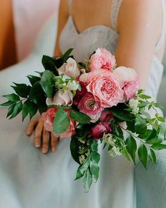 Stop and smell the roses...Celebrate your soon-to-be newlywed status in style with plenty of inspiration from our getting-ready #mimosabar #styledshoot, up now at…