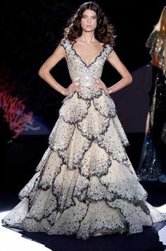 Celebrities who wear, use, or own Zuhair Murad S/S 2009 Collection gown. Also discover the movies, TV shows, and events associated with Zuhair Murad S/S 2009 Collection gown. Style Couture, Couture Fashion, Net Fashion, Formal Evening Dresses, Evening Gowns, Zuhair Murad Dresses, Robes Glamour, Pageant Gowns, Costume