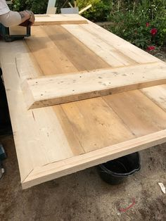 Wonderful Pictures scaffold board Garden Table Popular We pride ourselves on great track record of quality and sturdiness so your backyard furniture will c Metal Leg Dining Table, Plank Table, Scaffold Table, Scaffold Boards, Diy Garden Table, Garden Table And Chairs, Make A Table, Diy Table, Bergen