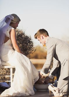 Foot washing ceremony at wedding LOVE this #justiceofthepeace #weddingceremonies #marriagecomissioner #vancouver #langley #letsgetmarried #weddingday