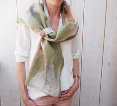 Scarf Khaki, snake print in Brown, cream, felted with Merino Wool, handmade, soft look, comfortable and surprisingly beautiful. door RiViDesign op Etsy