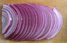 Onion does not just make meals taste better, but it also has medicinal properties. Here are 5 health conditions that can be resolved with onion. Health And Wellness, Health Care, Health Fitness, Health Diet, Onion Benefits Health, Menu Dieta, Onion Relish, Healthy Vegetables, Canning Recipes