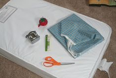 Daisies for Jill: Fitted Crib Sheet Tutorial (irregular mattress size used for this tutorial)