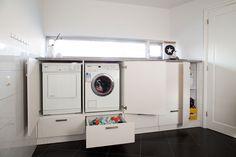 Bijkeuken met bergruimte onder op hoogte staande was- en droogmachine - CVH Design - Weert - Nederweert - Ospel - Maatinterieur voor wonen en werken