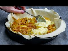 Elolvad a szádban! Csupán 2 ALMA egy ellenállhatatlan pitéhez - YouTube Macaroni And Cheese, Baking, Ethnic Recipes, Youtube, Tv, Food, Pies, Deserts, Mac And Cheese