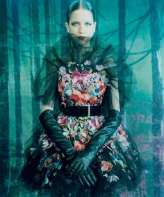 Dazed Digital | EXCLUSIVE IMAGES: A London Love Story. Dressið, pósan, litirnir!