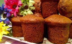 I muffin light al cacao sono un dolce adatto alla colazione ma può essere consumato come snack. Magri e sazianti, ciascuno apporta 95 calorie.