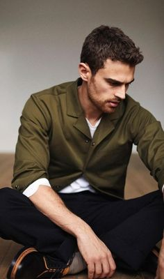 Starring in a photo shoot for ES magazine, Theo James wears a COS jacket, Ermenegildo Zegna sweater, Gucci trousers, and Valentino shoes. Theodore James, James 4, Theo James 2017, Good Looking Actors, My Sun And Stars, Herren Outfit, Tobias, Gorgeous Men, Beautiful