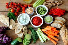 Színpompás krémek és mártogatósok New Recipes, Recipies, Tortilla Chips, Wok, Fresh Rolls, Hummus, Cobb Salad, Feta, Carrots