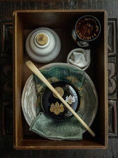 Raindrops and Roses Chai, Tea Japan, Kyoto Japan, Tee Kunst, Raindrops And Roses, Tea Culture, Japanese Tea Ceremony, Tea Art, Porcelain Ceramics