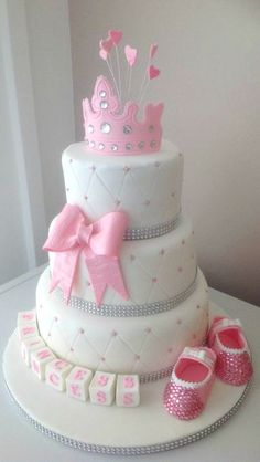 How adorable! Pretty in Pink Cake www.LittleLillyBugDesign.com