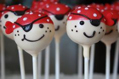 Pirate Cake Pops. I like her design - and Bakerella's recipe... or maybe to make it easier, bake the cake pops and dip. #pirates #cakepop