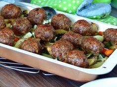 Masové koule s bramborovo-zeleninovou přílohou - z jednoho plechu