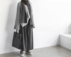 Death by elocution : Photo Modesty Fashion, Muslim Fashion, Hijab Fashion, Korean Fashion, Long Skirt Fashion, Women's Fashion Dresses, Cute Modest Outfits, Casual Hijab Outfit, Moda Casual