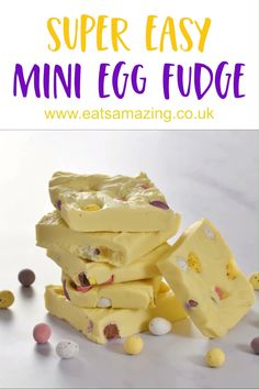 Easy Chocolate Mini Egg Fudge This super easy 4 ingredient white chocolate mini egg fudge recipe makes the perfect Easter treat! Easy Easter Recipes, Easy Easter Desserts, Easter Snacks, Easter Treats, Easter Party, Easter Food, Easter Dinner, Easter Table, Mini Egg Recipes