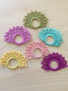Crochet Earrings Pattern, Crochet Snowflake Pattern, Crochet Lace Edging, Crochet Snowflakes, Crochet Doilies, Crochet Rings, Diy Crochet And Knitting, Thread Crochet, Crochet Hearts