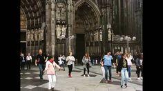 Танцы возле Кафедрального собора Кёльна. Жизнь - несерьезная штука. :) Танцы возле Кафедрального собора.#кельн #кёльнскийсобор #танцы #жизнь #еленаустинова #Путешествия #Германия #хэштег #флешмоб