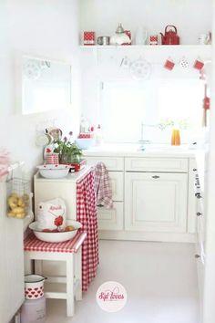 Pretty red and white kitchen decor